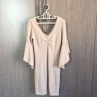 棉質裸粉色喇叭袖連身洋裝