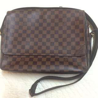 Louis Vuitton Shelton Damier