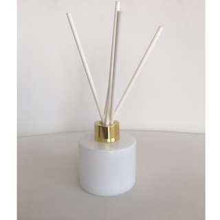 LUXURY 100ml WHITE REED DIFFUSER WITH GOLD LID