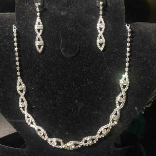 Beautiful new crystal formal Earrings and Necklace Set