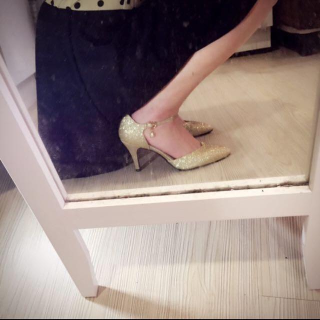 二手 - 金色高跟鞋