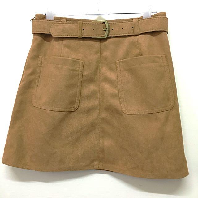 麂皮雙口袋A字短裙 附皮帶