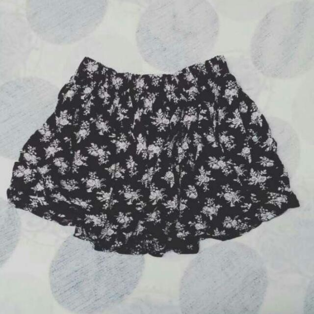 Black Patterned Flowy Skirt