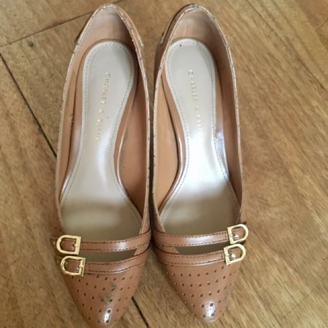 [SALE] Charles & Keith Pumps