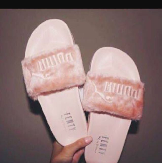 best service 44232 6a608 Fur slides by FENTY PUMA, Rihanna Collection, Women's ...