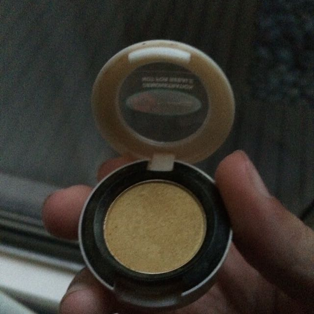 "Mac ""Sun Blonde"" Eyeshadow"
