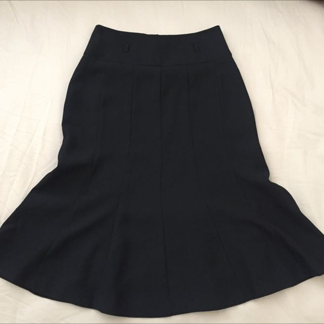 Review Tailored Black Skirt