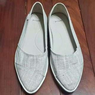 (23) SANUK 尖頭平底鞋