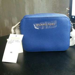 e34a254aebc BRAND NEW Michael Kors Jet Set Travel Crossbody Leather (Electric blue)