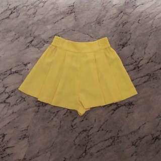 Zara Trafaluc Short Pants