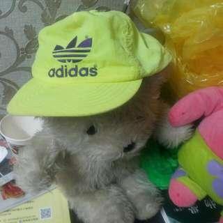 Adidas運動帽、white熊娃娃