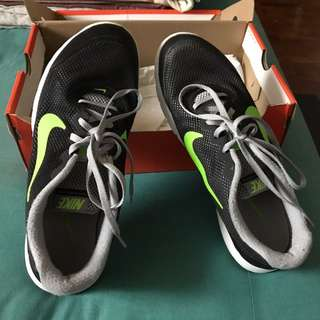 Nike Black And Green Shoe