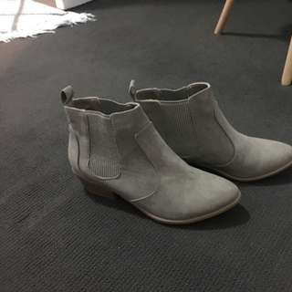 London Rebel Nude Boots Size 8