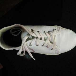 Sepatu Kets Wedges