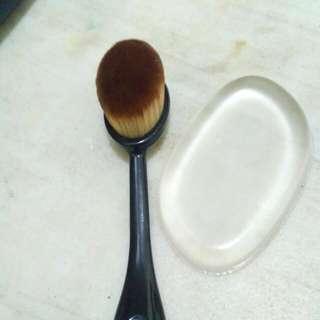 Oval Brush Free Silisponge