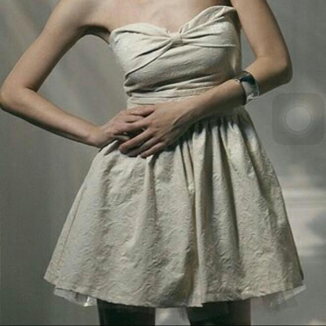 米白緹花露肩馬甲造型綁帶短澎裙小禮服伴娘服