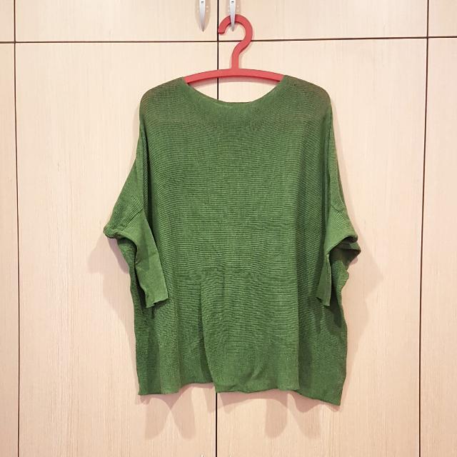 草綠薄針織上衣