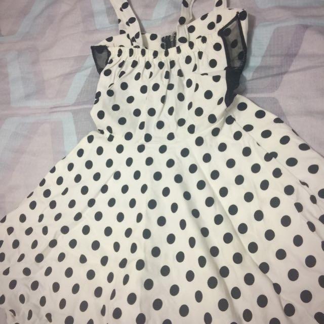 #100元洋裝 🌸白底黑點點,側邊紗網洋裝