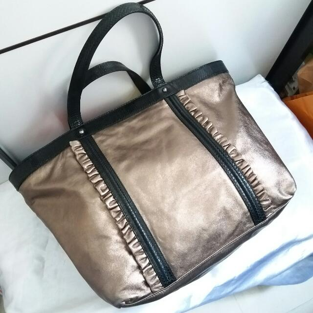 ... Auth DG DolceGabbana bronze metallic large tote bag, Luxury, Bags  Wallets on Carousell best ... c4636c50ed