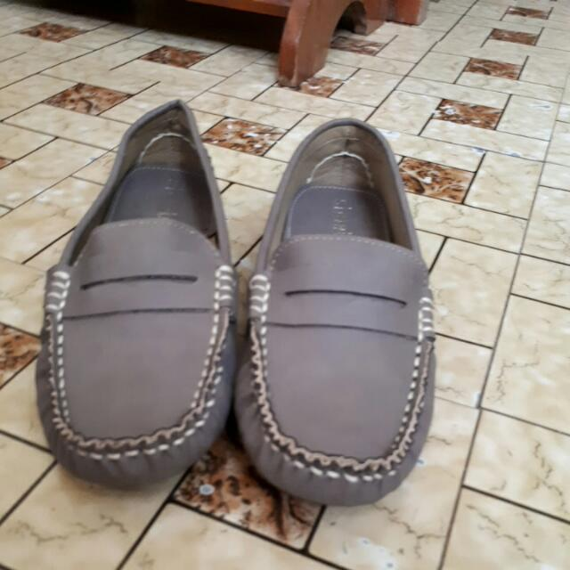 AUTHENTIC Shoebox Grey Loafers Size 7 -  NEVER USED