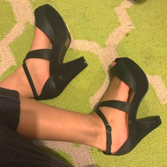 Black Novo Heels Size7/38