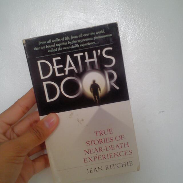 Death's Door (True Stories Of Near-death Experiences)