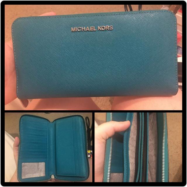 EUC Genuine MICHAEL KORS Continental Wallet