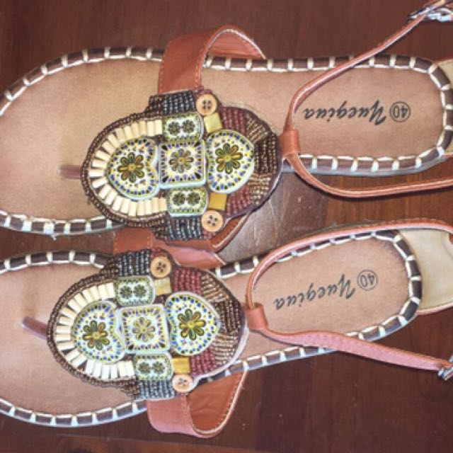 Gorgeous NEW Size 40 Sandals