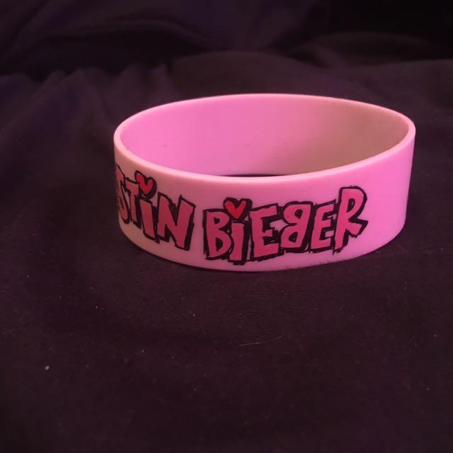 "Justin Briber And ""i ❤️ Boobies"" Kelly Bracelets"