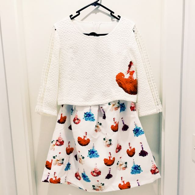New🌺AU8 White Set top And Printed skirt