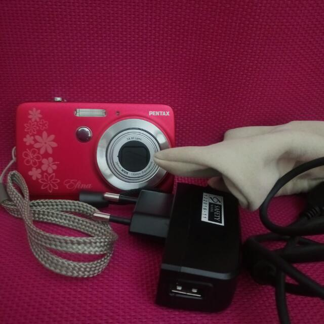 PENTAX Efina 14MP Digital Camera (Red)