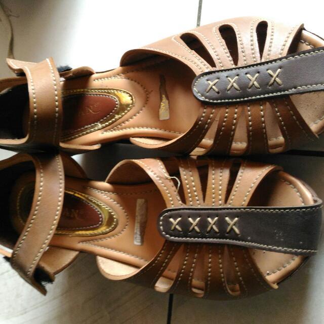 Sepatu Merk Mulan, Bahan Kulit Sintetis
