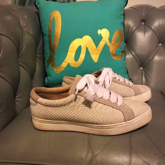 Siren Sneakers Size 7/38