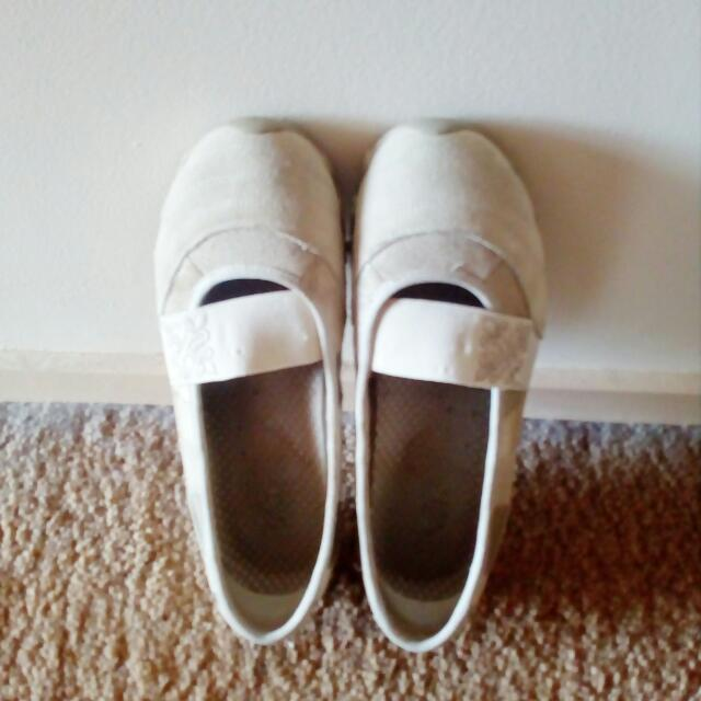 Skechers Mary Janes - Size 9
