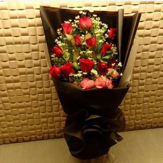 12pcs Red Roses With Carnation Flower Bouquet