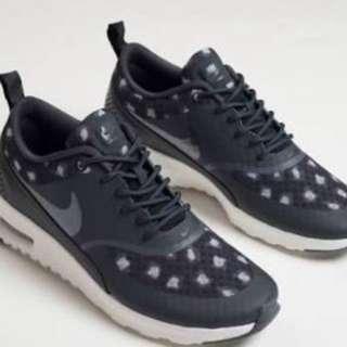 Nike Thea Size 9