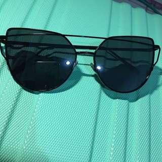 sunglasses hitam