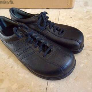 Trim Dark Blue Leather Shoes Made In Denmark