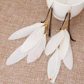 Anting Tassel Bulu - White