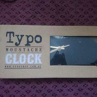 Moustache clock typo