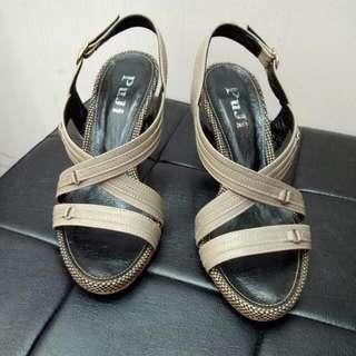 夏日卡其色涼鞋