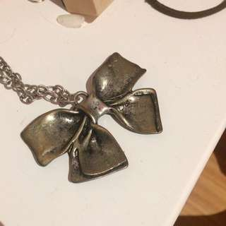 Metal Bow Necklace