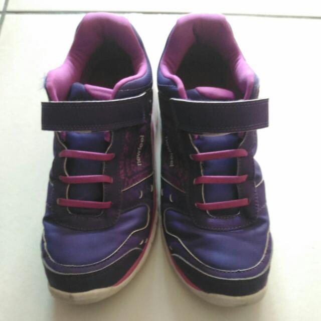 9成新,運動鞋24號