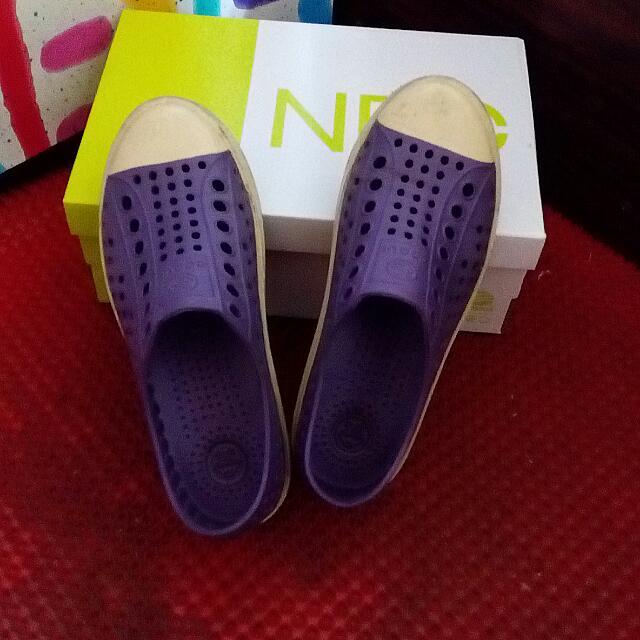 雨天防水紫色洞洞鞋