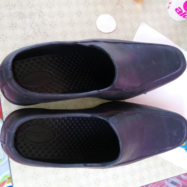 Free Delivery Men's Shuta shoes,made of plastic materials Used only once size 45