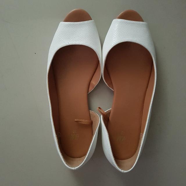 H&M white peep-toed flats