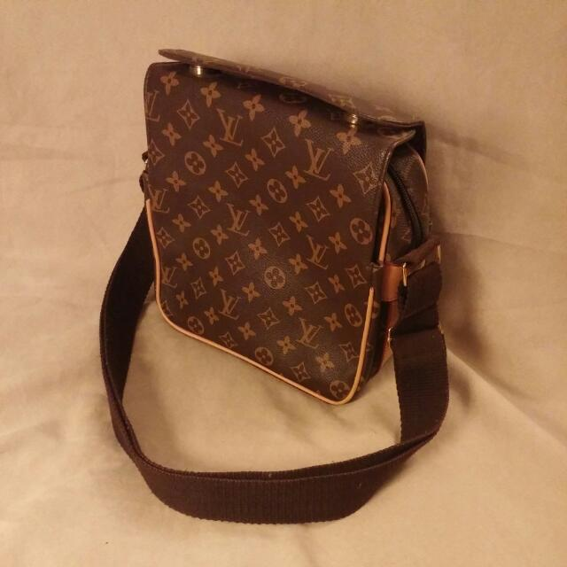High Quality Replica Never Used Louis Vuitton Messenger Bag