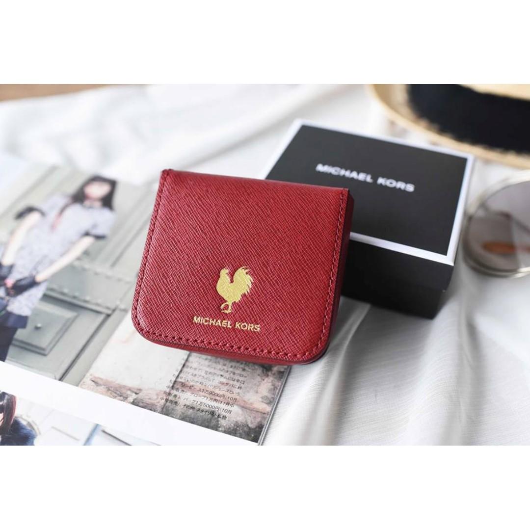 MK 36H6GCNU5L 十字紋公雞logo 零錢盒 暗紅色