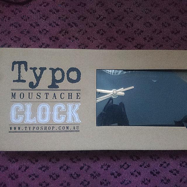 Moustache clock typo