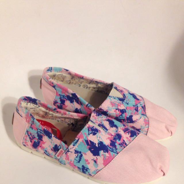 Masih Baru! WAKAI Shoes Size 38